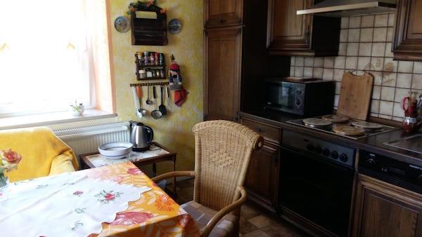Schön ausgestattete Küche